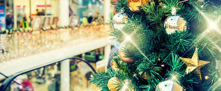 Educação financeira - Imagem de um Shopping Center com decoração natalina